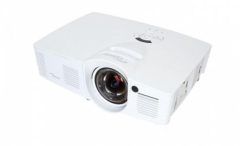 Короткофокусный проектор с разрешением Full HD 1080p и яркостью 3000 лм