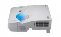 Ультракороткофокусный проектор с разрешением 1024 x 768 и яркостью3000 лм