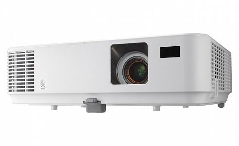 Компактный проектор с яркостью 3000 лм и разрешением 1024 x 768