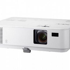 Проектор с разрешением XGA (1024*768) и яркостью 3000 лм