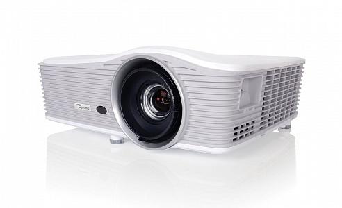 Инсталляционный проектор с разрешением WXGA и яркостью 6000 лм