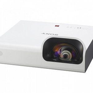 Короткофокусный проектор с разрешением XGAи яркостью 3300 лм